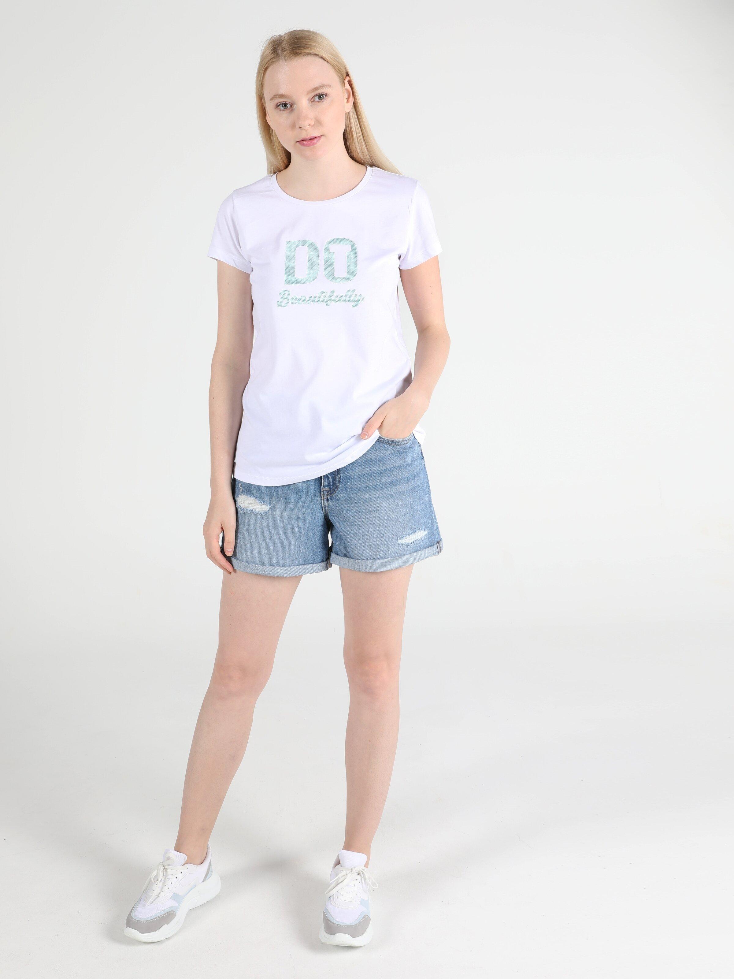 Показати інформацію про Футболка Жіноча Біла Класичного Крою Cl1051337